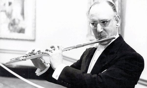 "Geoffrey Winzer Gilbert as ""the most influential British flautist of the twentieth century"", cité du site http://geoffreygilbert.org/GWG/, cliquer pour voir la page en question"